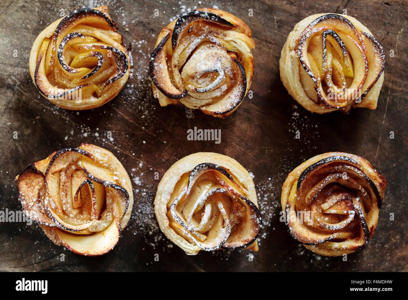 Pâte feuilletée roses apple Photo Stock