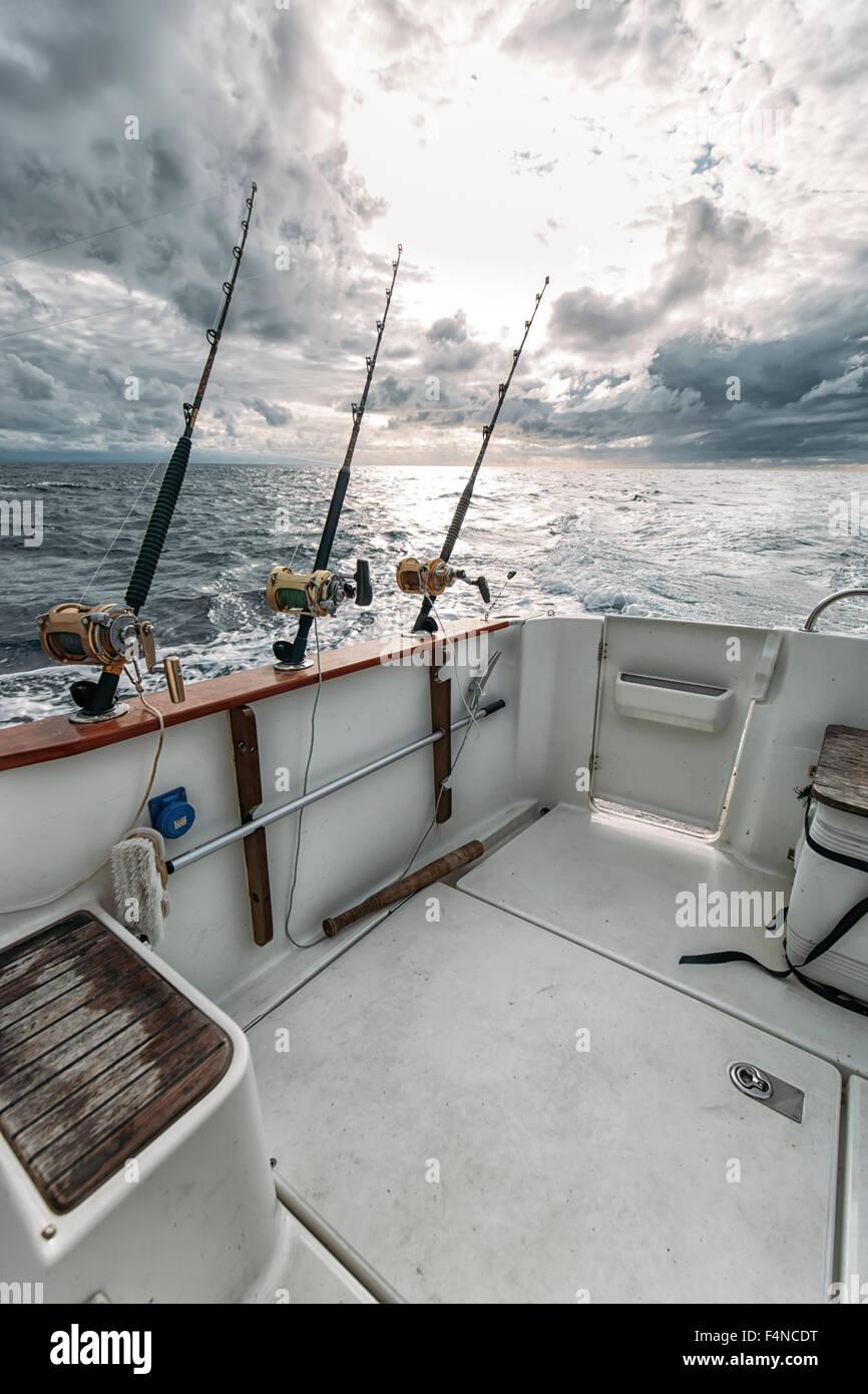 L'Espagne, les Asturies, des cannes à pêche sur bateau de pêche Photo Stock