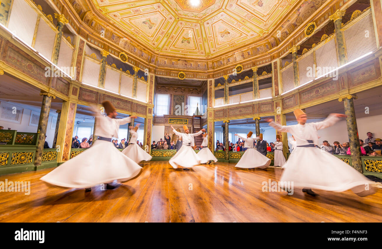 Derviches tourneurs de l'ordre Mevlevi soufie, Sema-Zerimonie, danse derviche, Sema, Mevlevihanesi Müzesi, Istanbul, Turquie Banque D'Images