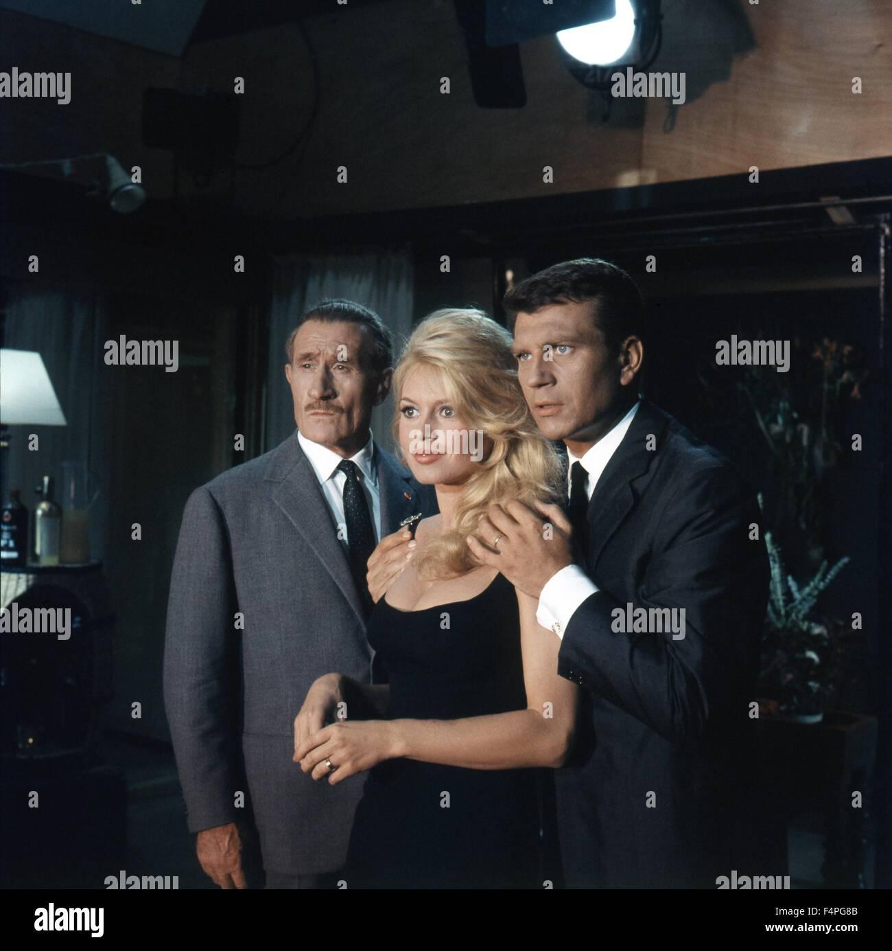 Noël Roquevert, Brigitte Bardot et Henri Vidal / Viens danser avec moi / 1959 réalisé par Michel Photo Stock