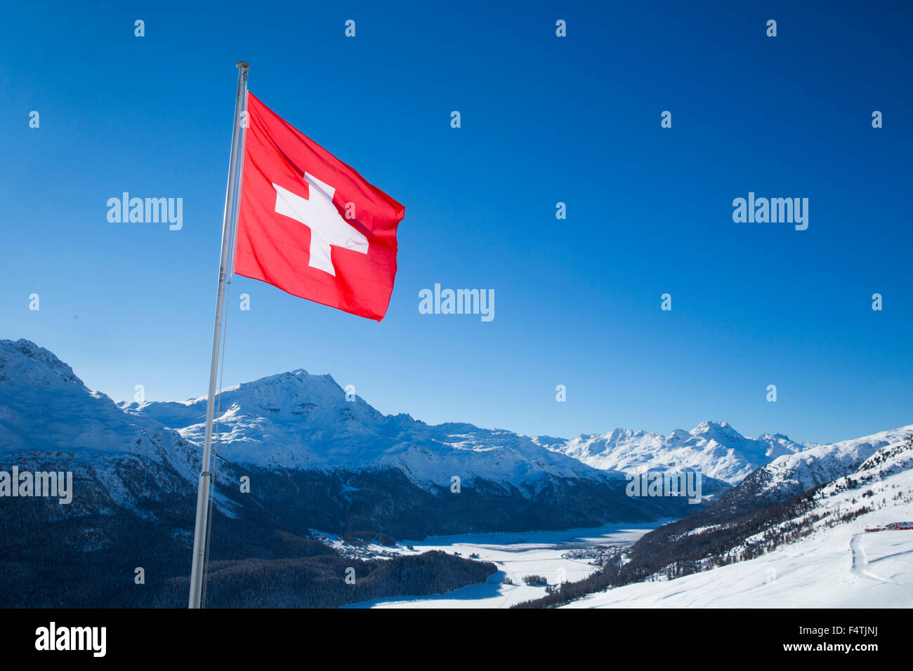 Plus de drapeau suisse, de l'Engadine Photo Stock