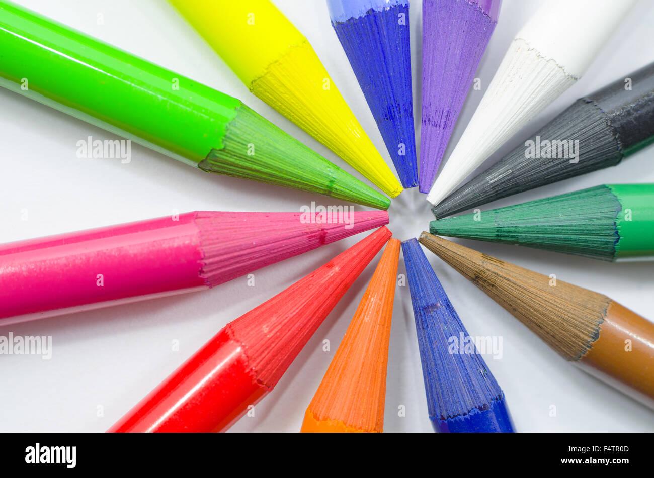 Crayon de couleur Woodless chefs disposés en cercle Gros Plan Macro Photo Stock