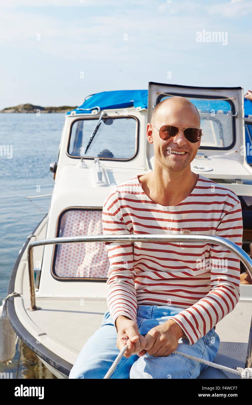 La Suède, Göteborg, Sweden, archipel, Styrso, tirant sur la corde de l'homme location Photo Stock