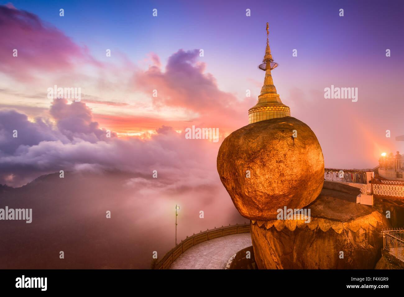Roche d'or de Kyaiktiyo, Myanmar. Photo Stock