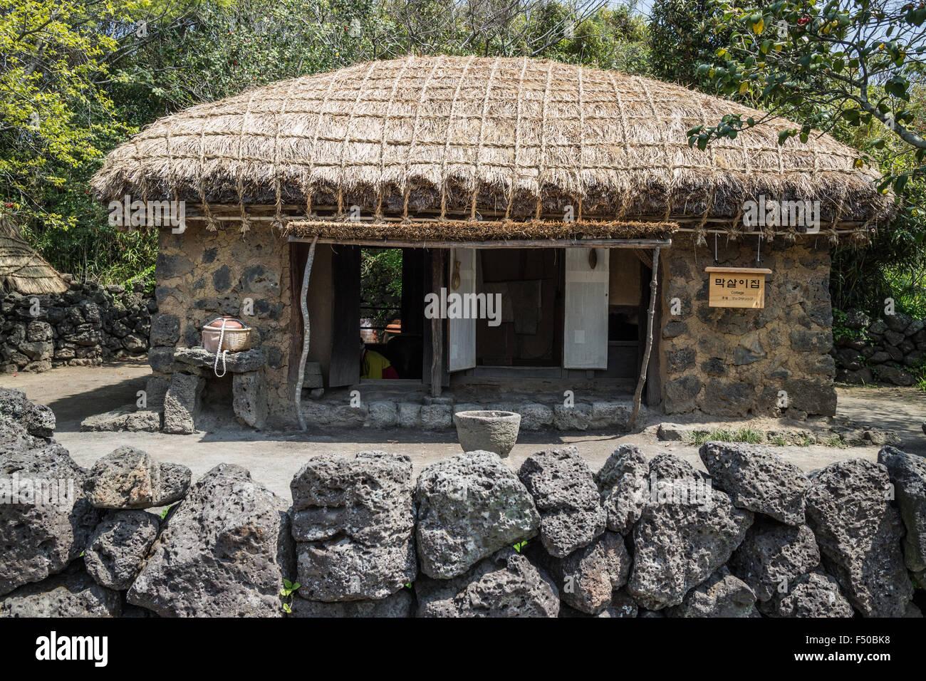 Maison traditionnelle dans le village Folklorique de Jeju sur Jeju-do, Corée du Sud Photo Stock