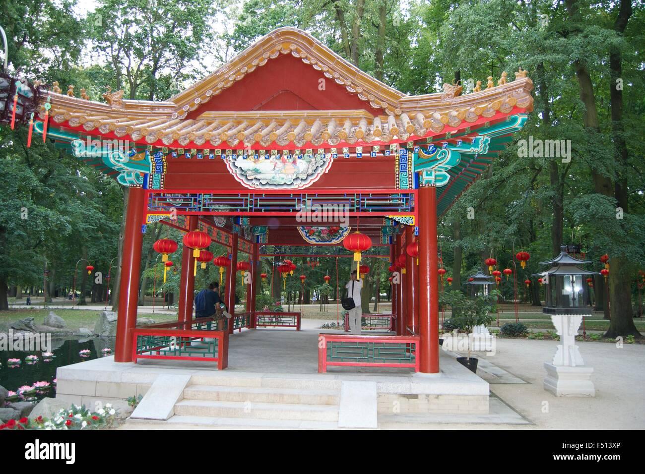 Jardin Chinois de Varsovie décoration lumière pagode du parc Banque ...