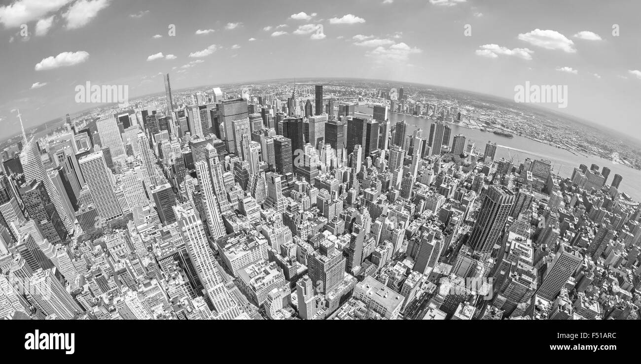 Le noir et blanc objectif fisheye vue aérienne de Manhattan, New York, USA. Photo Stock
