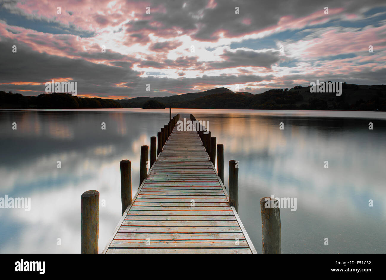 Parkamoor sur la jetée, Coniston Water Lake District, Cumbria, England, UK, FR. Photo Stock