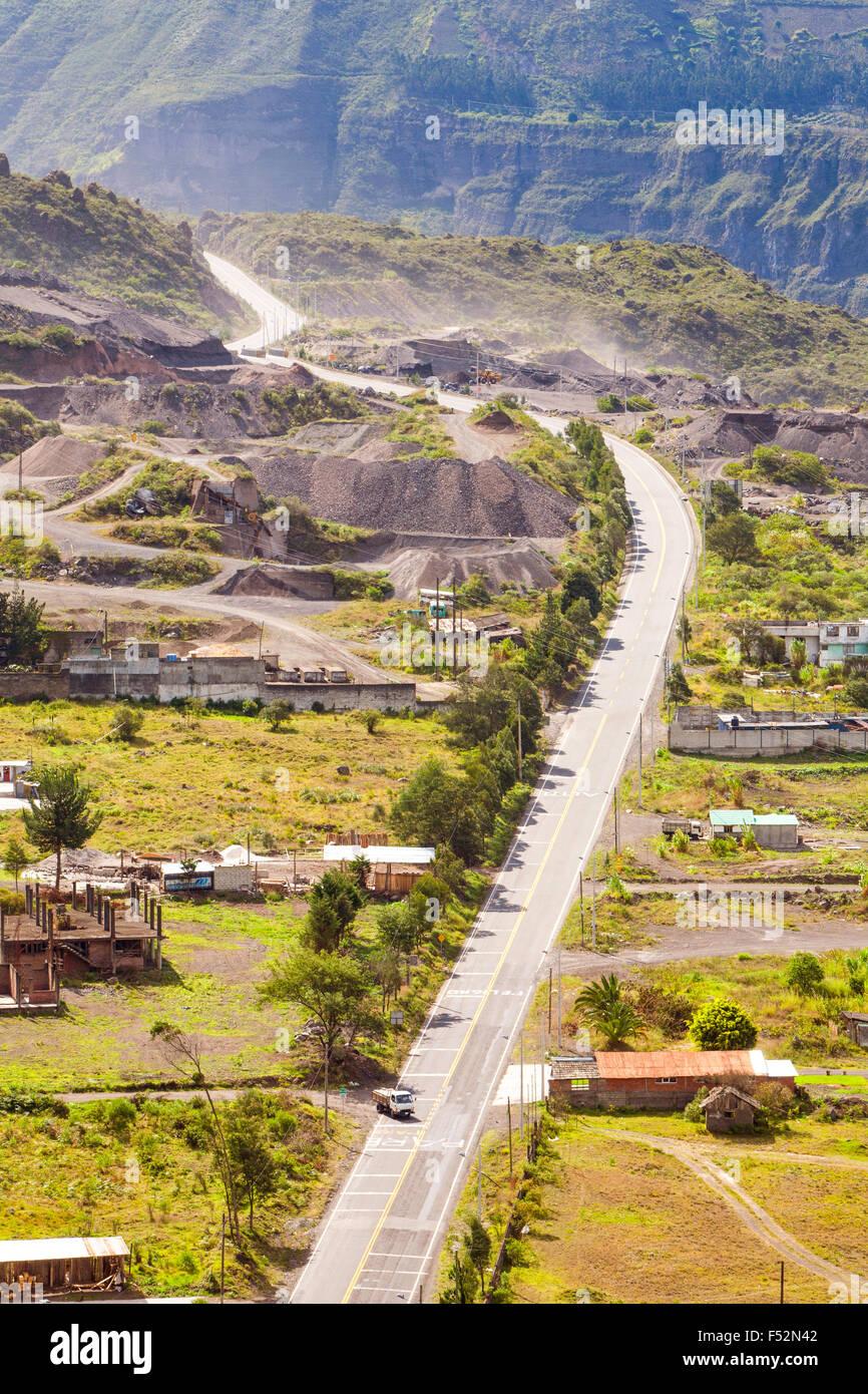 News La construction de routes dans le sud de l'Équateur Photo Stock