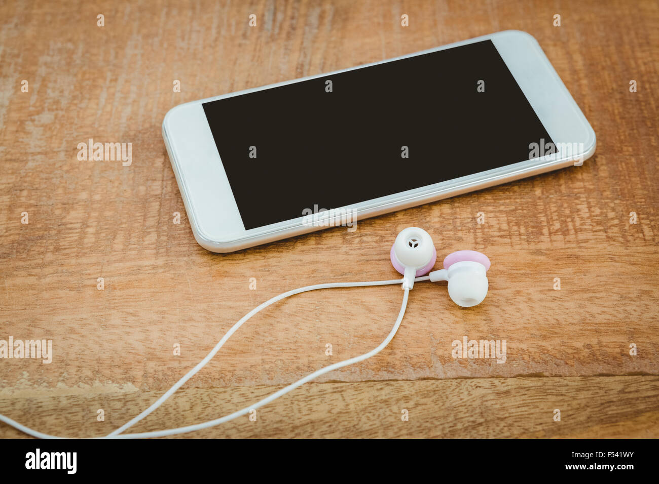 Smartphone blanc avec un casque blanc Photo Stock