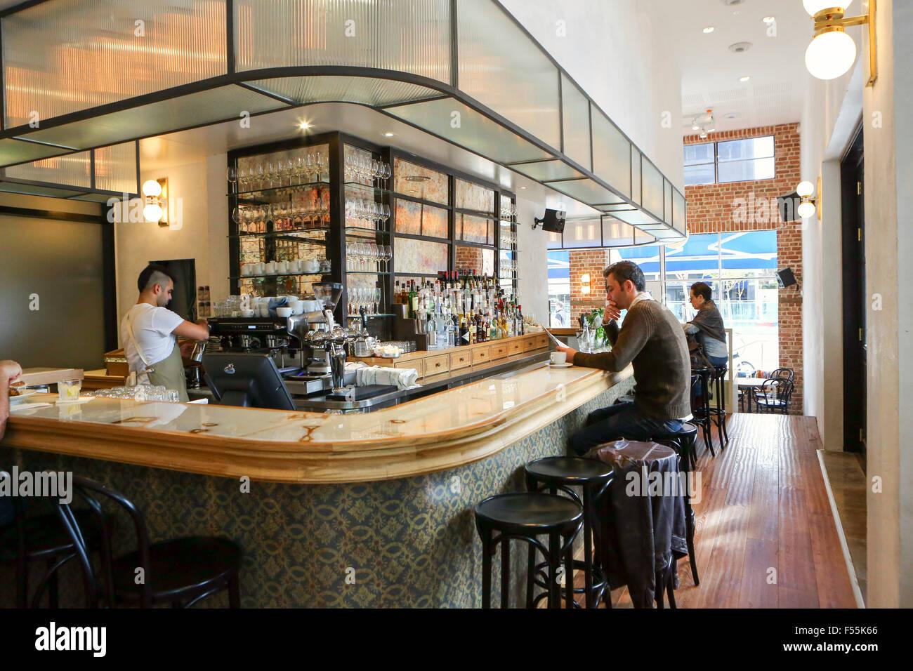 L'intérieur d'un café dans le Boulevard Rothschild, Tel Aviv, Israël Banque D'Images