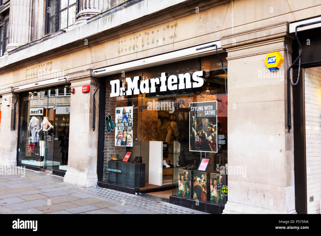 Name Sign Building De Martens Chaussures Magasin Store Dr Yqwg6UYv