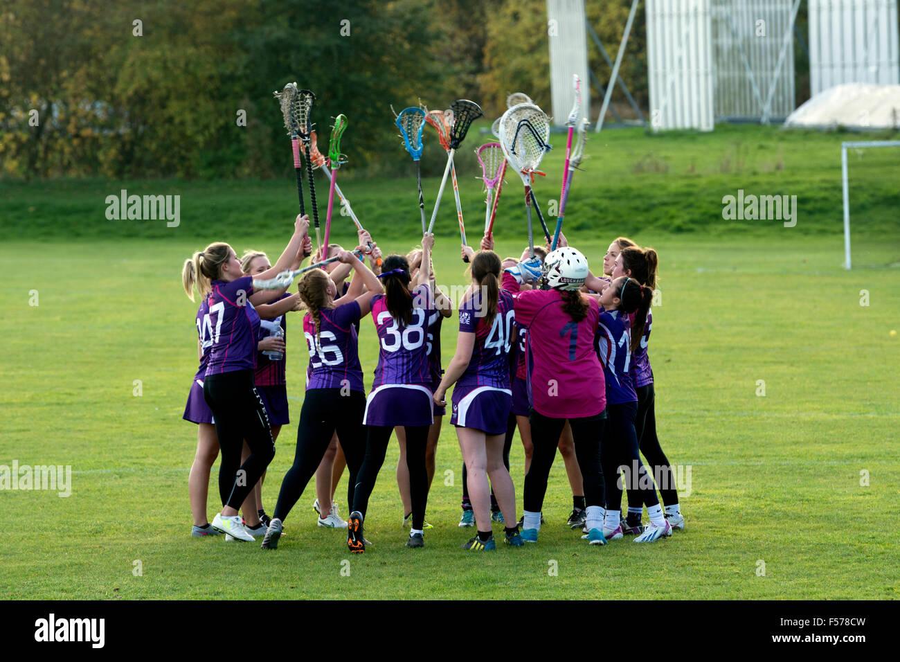 Le sport universitaire - mesdames lacrosse à l'Université de Warwick, Royaume-Uni. Motivation de l'équipe Photo Stock