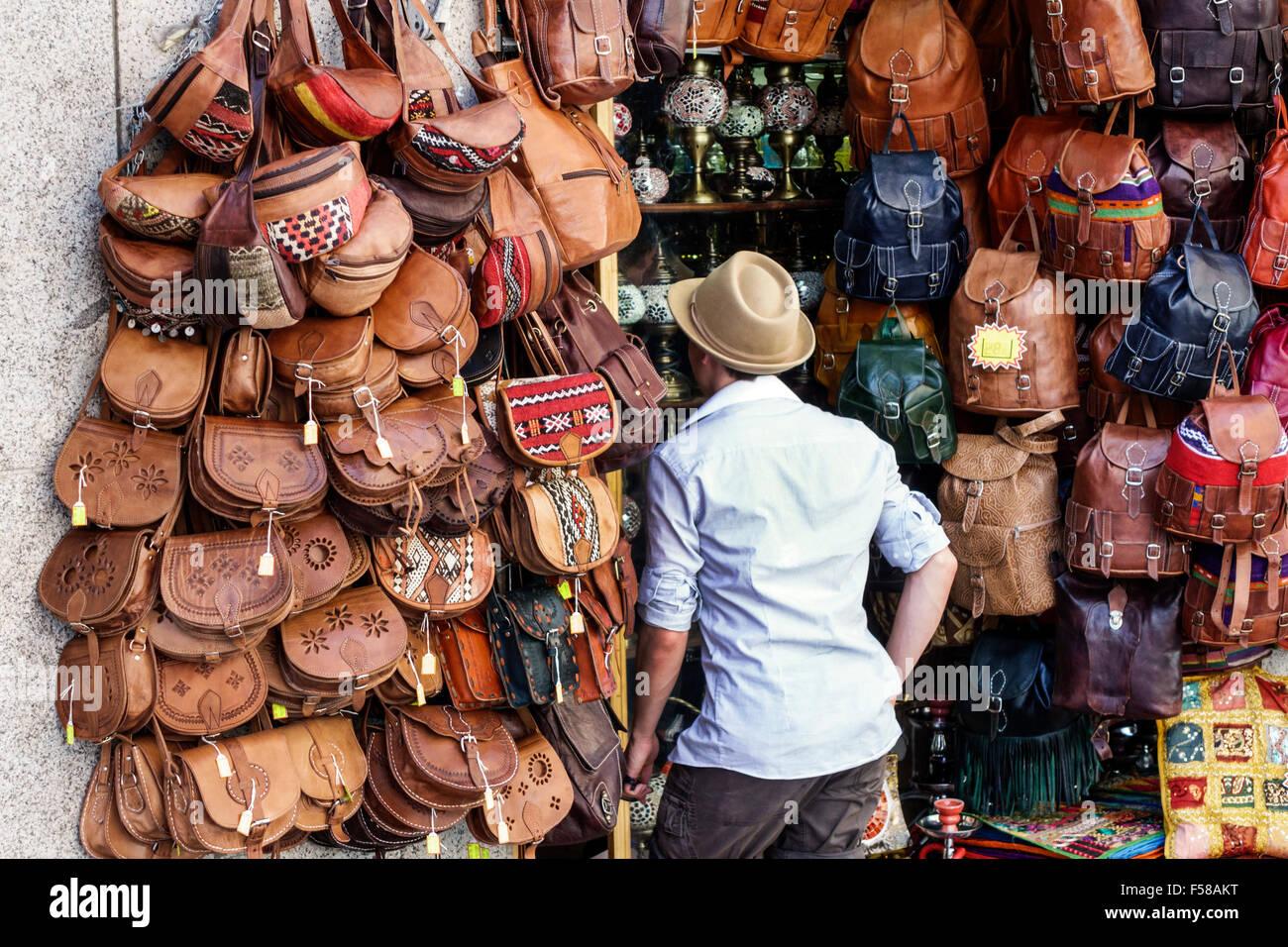 Toledo Espagne Europe centre commercial historique espagnol business store  maroquinerie artisanale sacs sacs à dos Sacs à main en cuir gaufré vente d   ... 48072009b62
