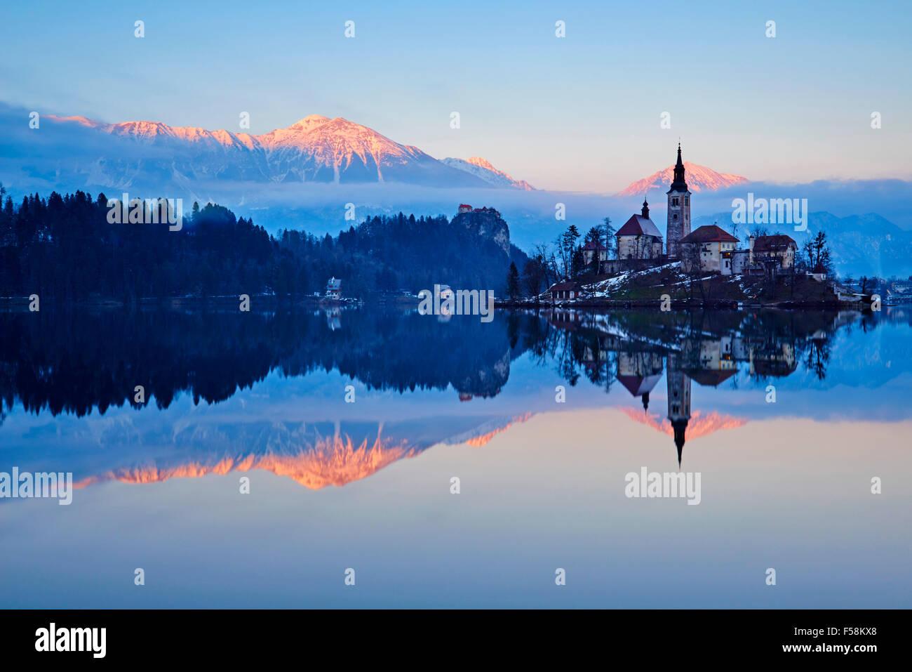 La Slovénie, Bled, le lac Bled et les Alpes Juliennes, l'église de l'Assomption Photo Stock