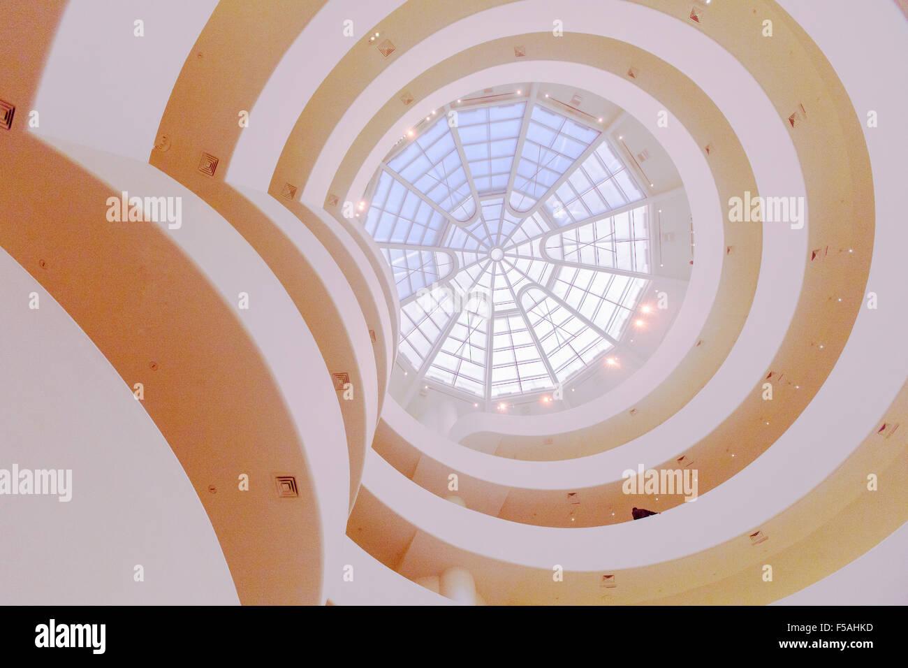 Le Musée Guggenheim de New York City, États-Unis d'Amérique. Conçu par Frank Lloyd Wright. Banque D'Images