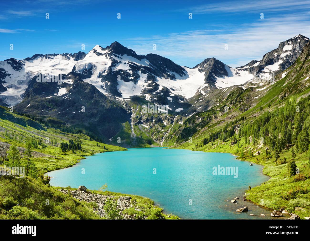 Beau lac turquoise en montagnes de l'Altaï Photo Stock