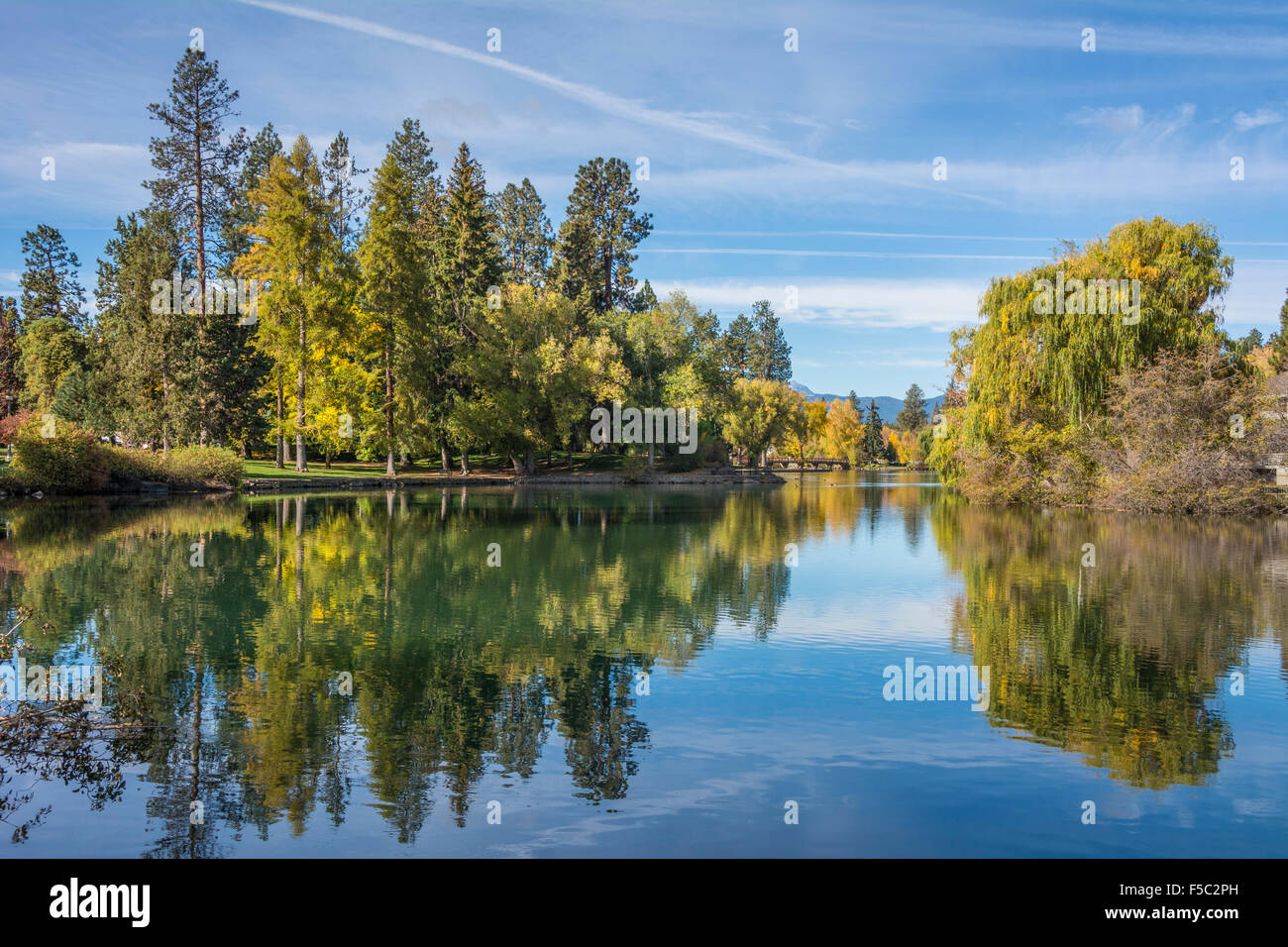 Mirror Pond Park, rivière Deschutes, Bend, Oregon. Photo Stock
