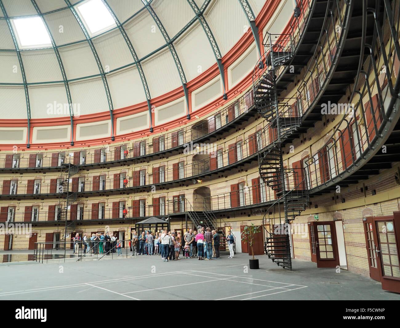 Intérieur de la coupole ronde koepelgevangenis prison à Breda, aux ...