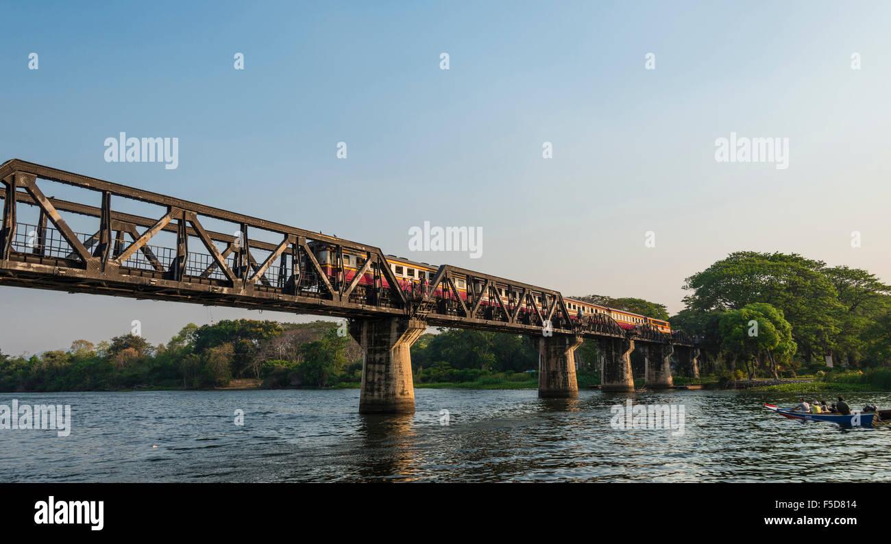 Traversée de la rivière Kwai historique pont, Route de la Thaïlande à la Birmanie, de chemin Photo Stock