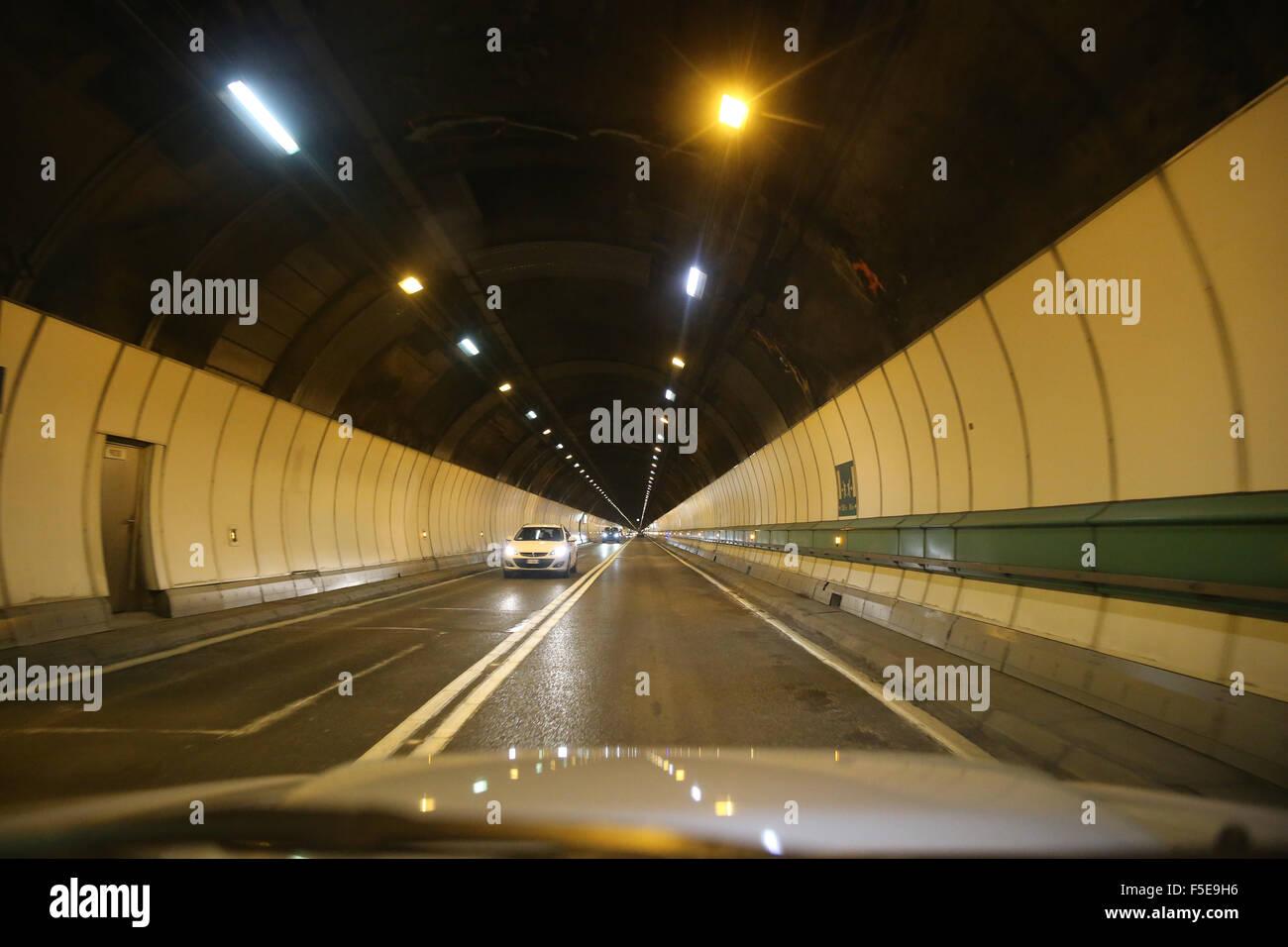 Le Tunnel du Mont Blanc passe par la plus haute montagne dans les Alpes Photo Stock