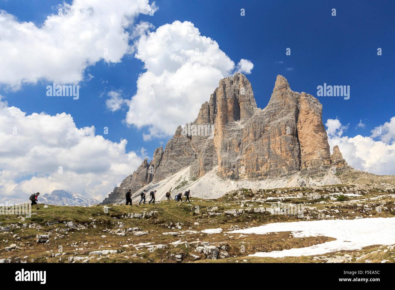Les randonneurs s'aventurer pour découvrir les Trois Cimes de Lavaredo, Sesto, Dolomites, Trentino-Alto Photo Stock