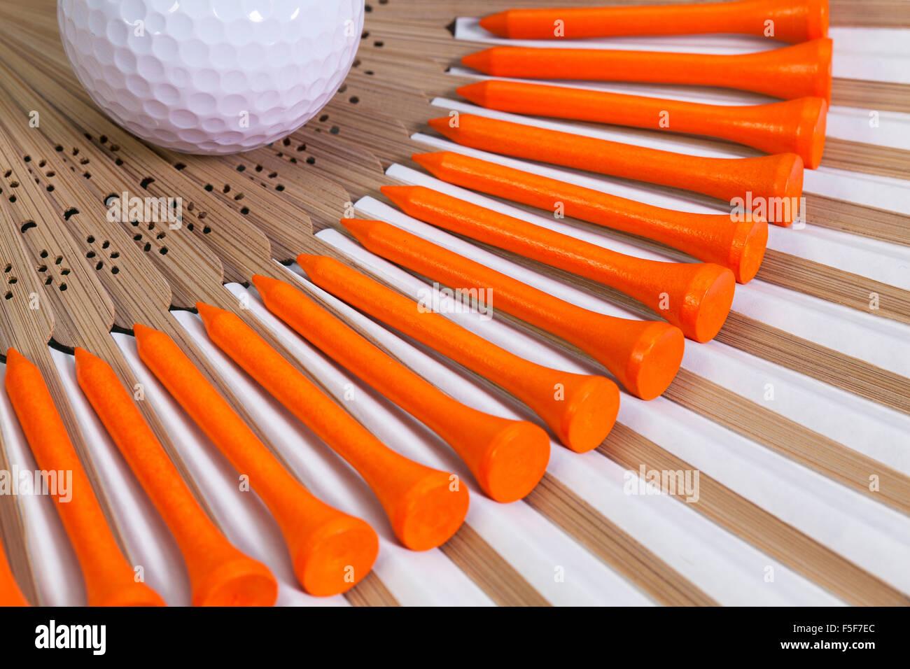 Ventilateur à main japonais typique faite de bambou et d'équipements de golf Photo Stock