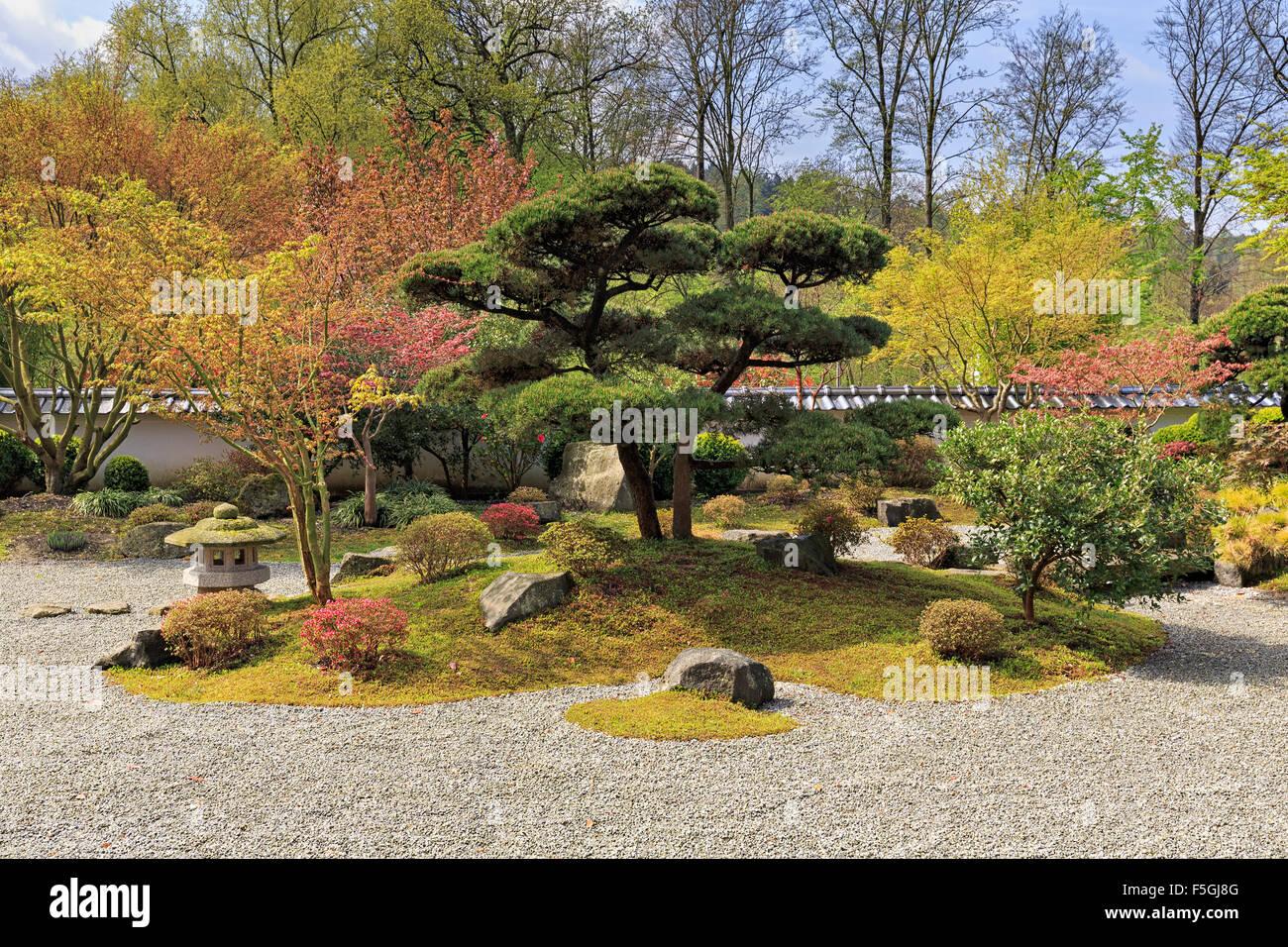 jardin japonais au printemps kare san sui jardin zen. Black Bedroom Furniture Sets. Home Design Ideas