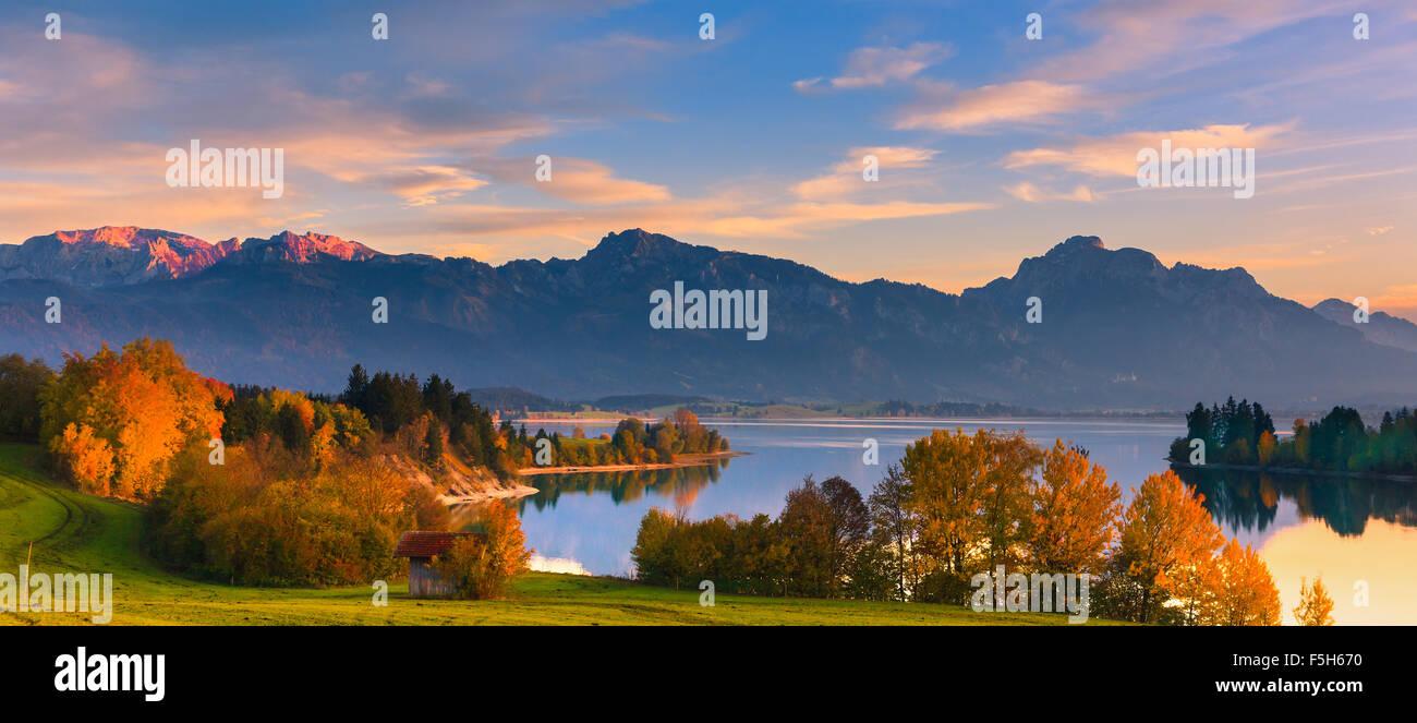 Forggensee est un lac situé au nord de la ville de Füssen dans le district de Ostallgäu en Bavière, Photo Stock