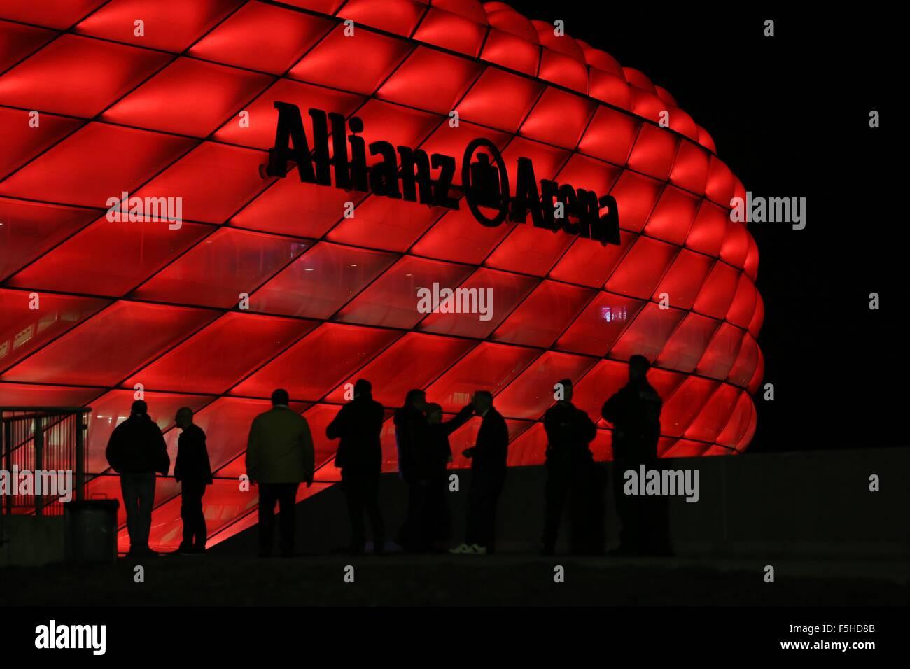 Munich, Allemagne. 4 novembre, 2015. Fans arrivent à l'Allianz Arena pour l'UEFA Champions League Groupe Photo Stock