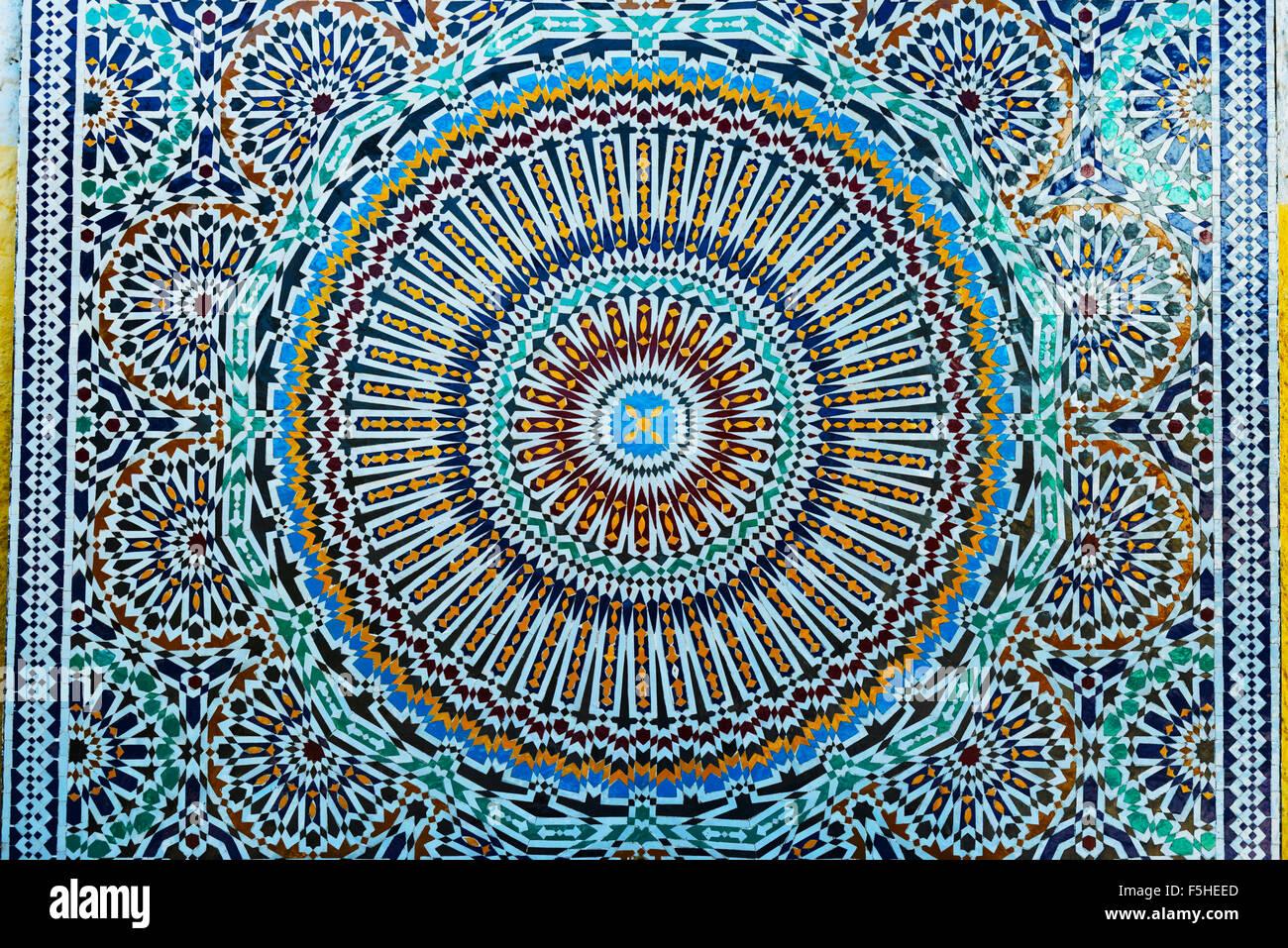 Gros plan du carrelage marocain coloré-travail. Photo Stock