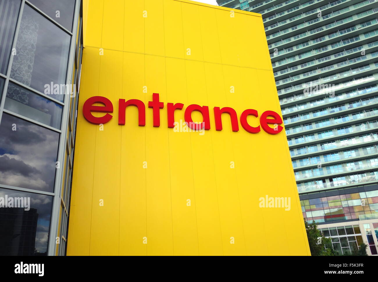 35884c2c86949 Panneau D Entree A L Exterieur D Un Magasin Ikea A Toronto Banque D