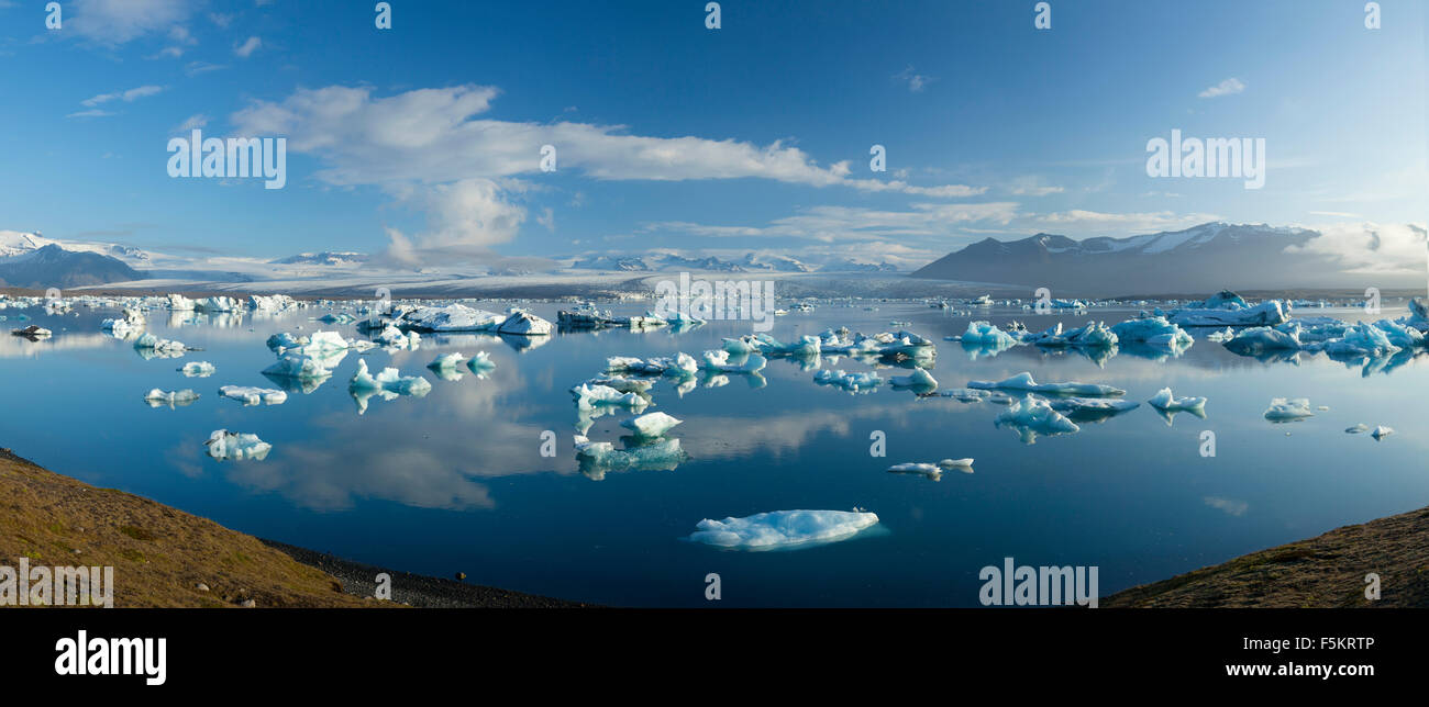 Les icebergs Jokulsarlon glacier Breidamerkurjokull lagon, sous, Sudhurland, Islande. Photo Stock