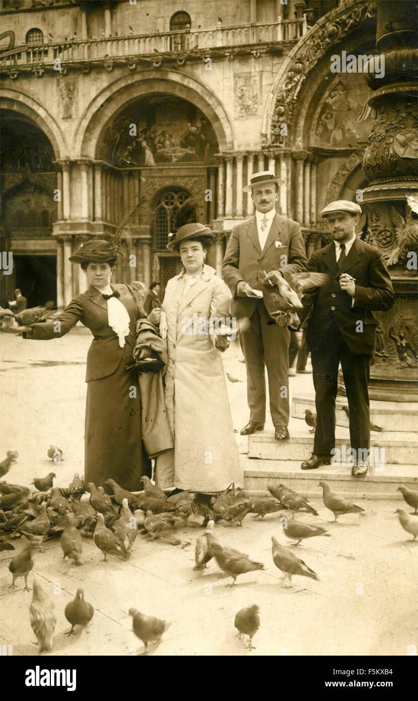 Deux paires de touristes à Venise, Italie Photo Stock