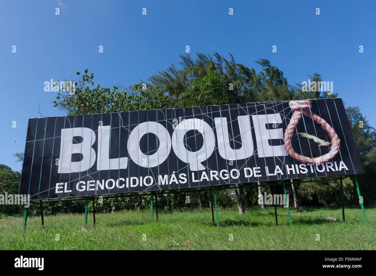 """Panneau 'bloque. El Genocidio más largo del la historia"""" (blocus. La plus longue dans l'histoire Photo Stock"""