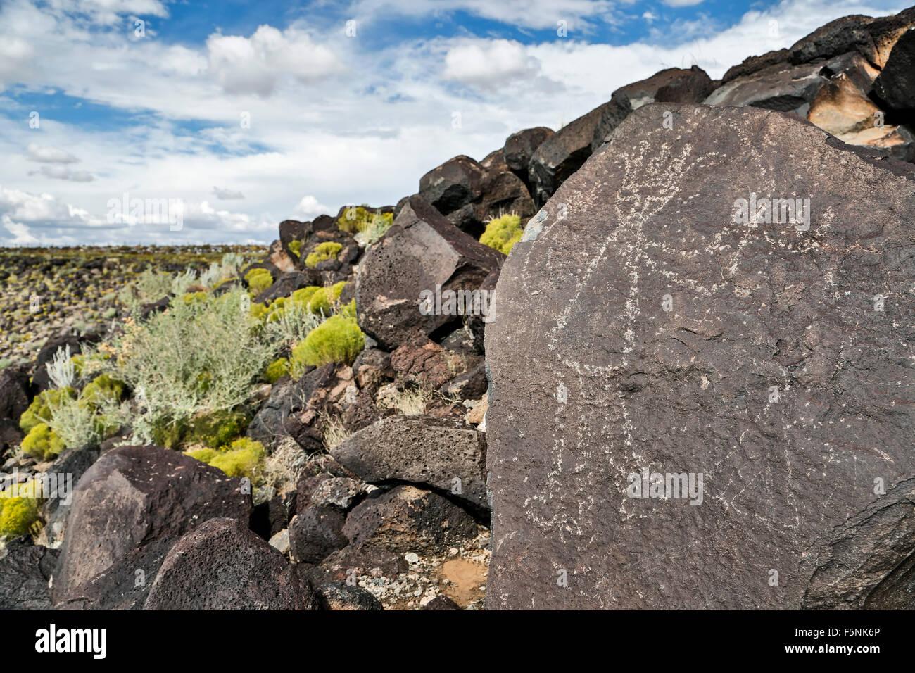 L'art rupestre (pétroglyphes) sur rock, Boca Negra canyon, monument national Petroglyph, Albuquerque, Nouveau Photo Stock