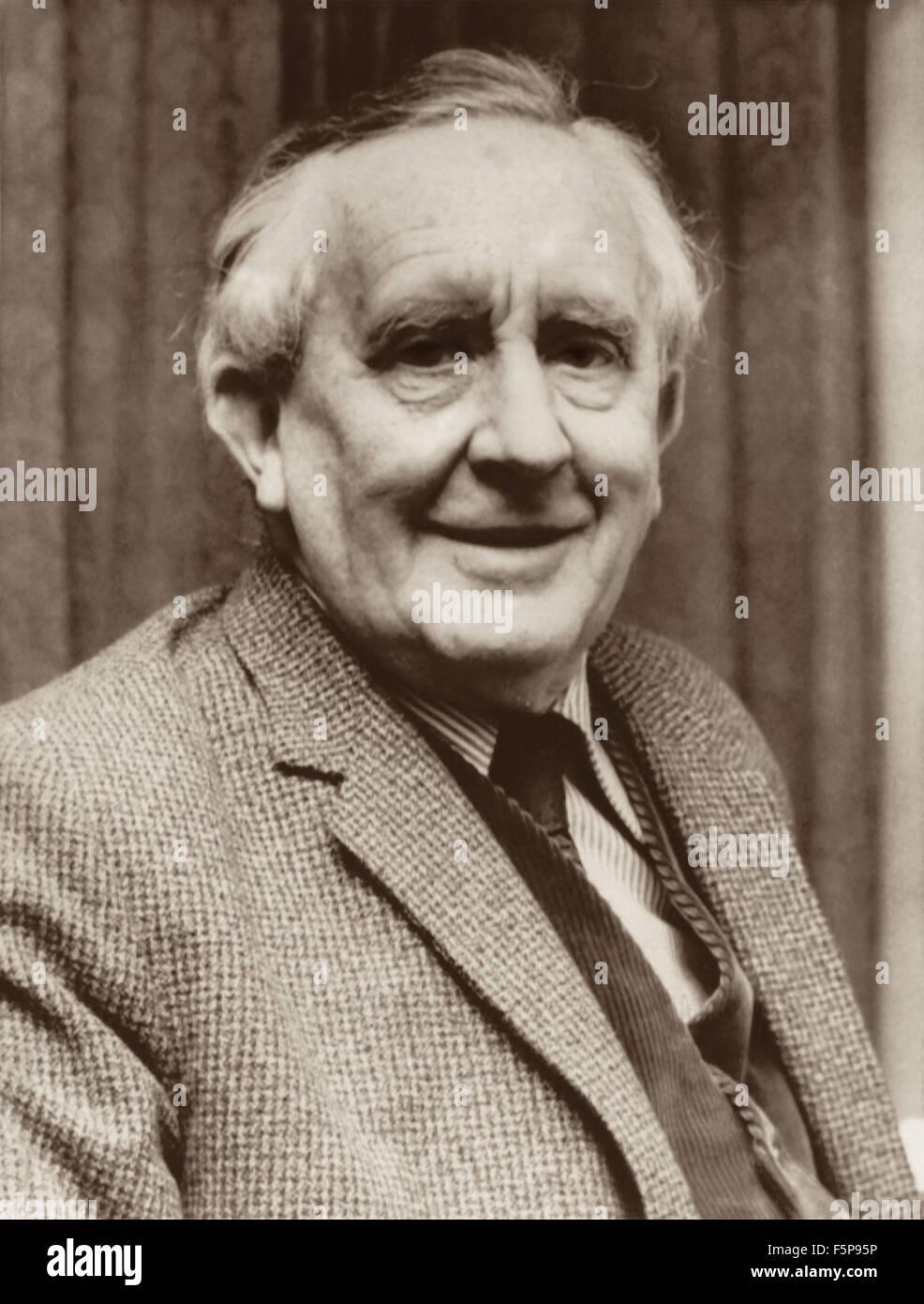 conception populaire dans quelques jours chaussures élégantes J.R.R. Tolkien (1892-1973), auteur britannique de Bilbo le ...
