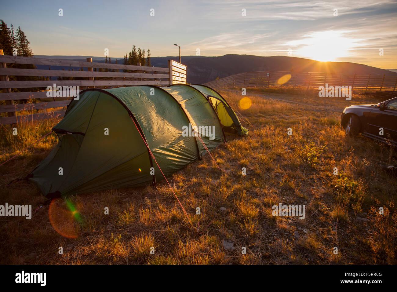 La Norvège, l'Hafjell, tente au coucher du soleil Photo Stock