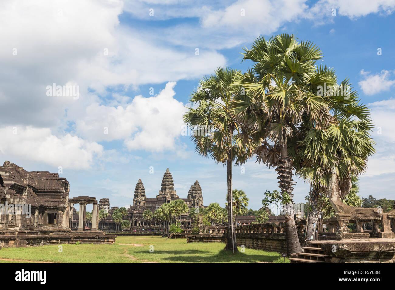 Angkor Wat est partie d'un magnifique complexe de temples et autres monument situé près de Siem Reap Photo Stock