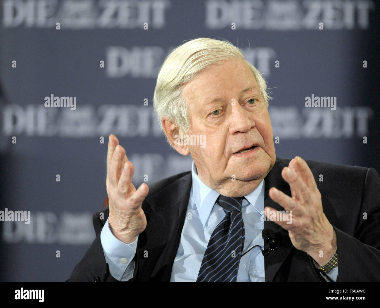 """L'ancien chancelier Helmut Schmidt à l 'Zeit Forum Politik"""" à Berlin le 22 octobre 2008. Banque D'Images"""