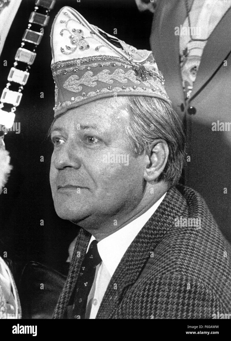 Le chancelier Helmut Schmidt (SPD) est le port d'un chapeau de l'imbécile pendant la réception pour Bonn fêtards carnaval le 20 février 1981 à la chancellerie de Bonn. Banque D'Images