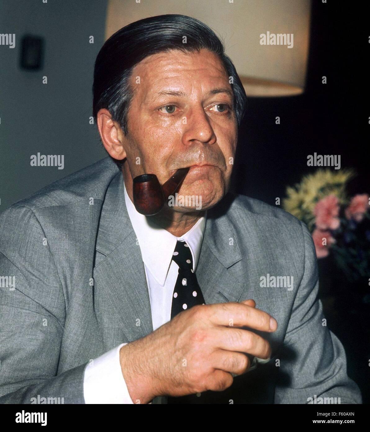 Helmut Schmidt après court après sa nomination comme ministre de l'économie et des finances allemand en juillet 1972 à Bonn. Le 23 décembre 2003, il devient l'âge de 85 ans. Banque D'Images