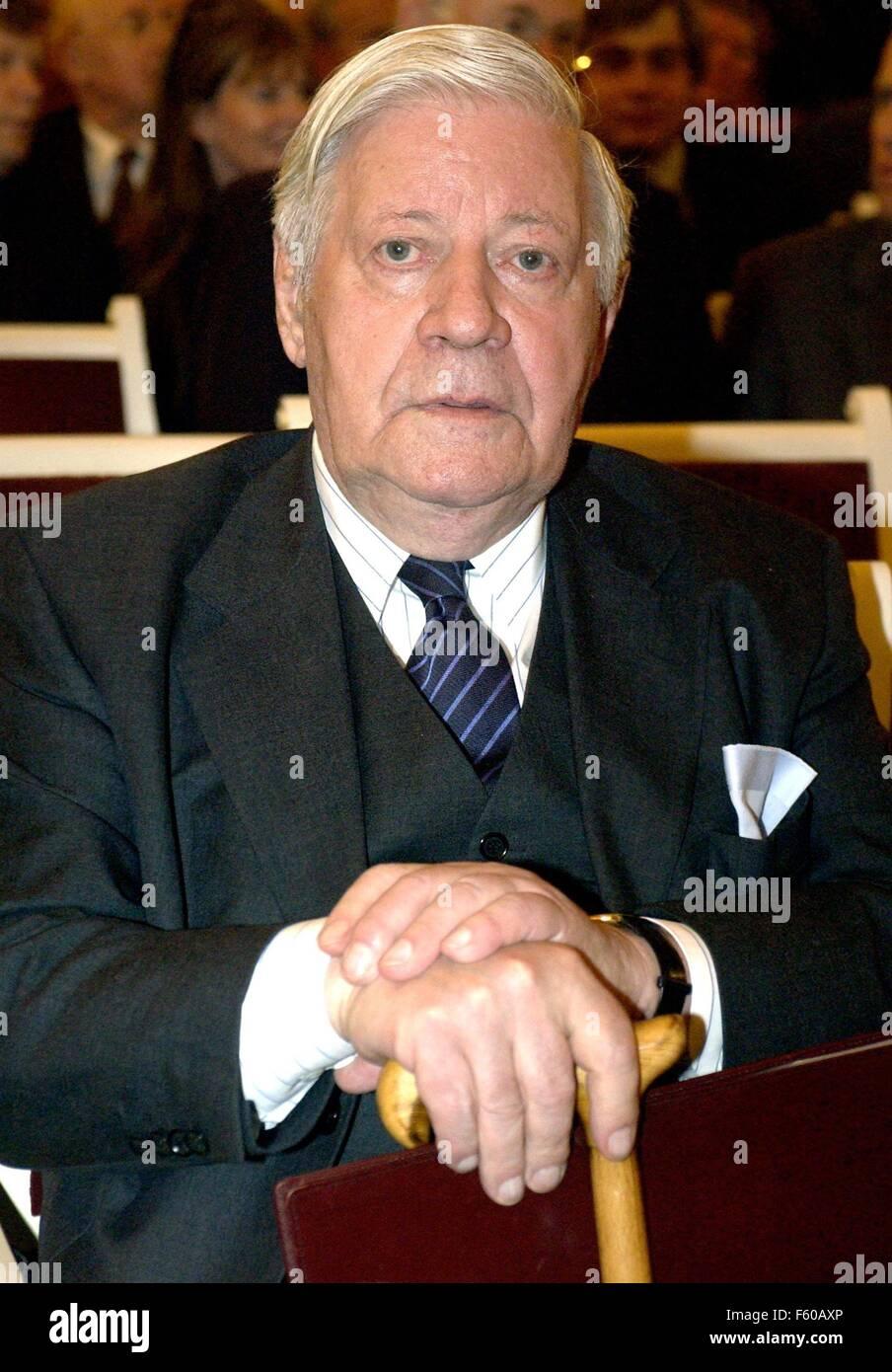 Helmut Schmidt, ancien chancelier (photo du 18 juin 2003) célèbre son 85e anniversaire le 23 décembre 2003. Banque D'Images