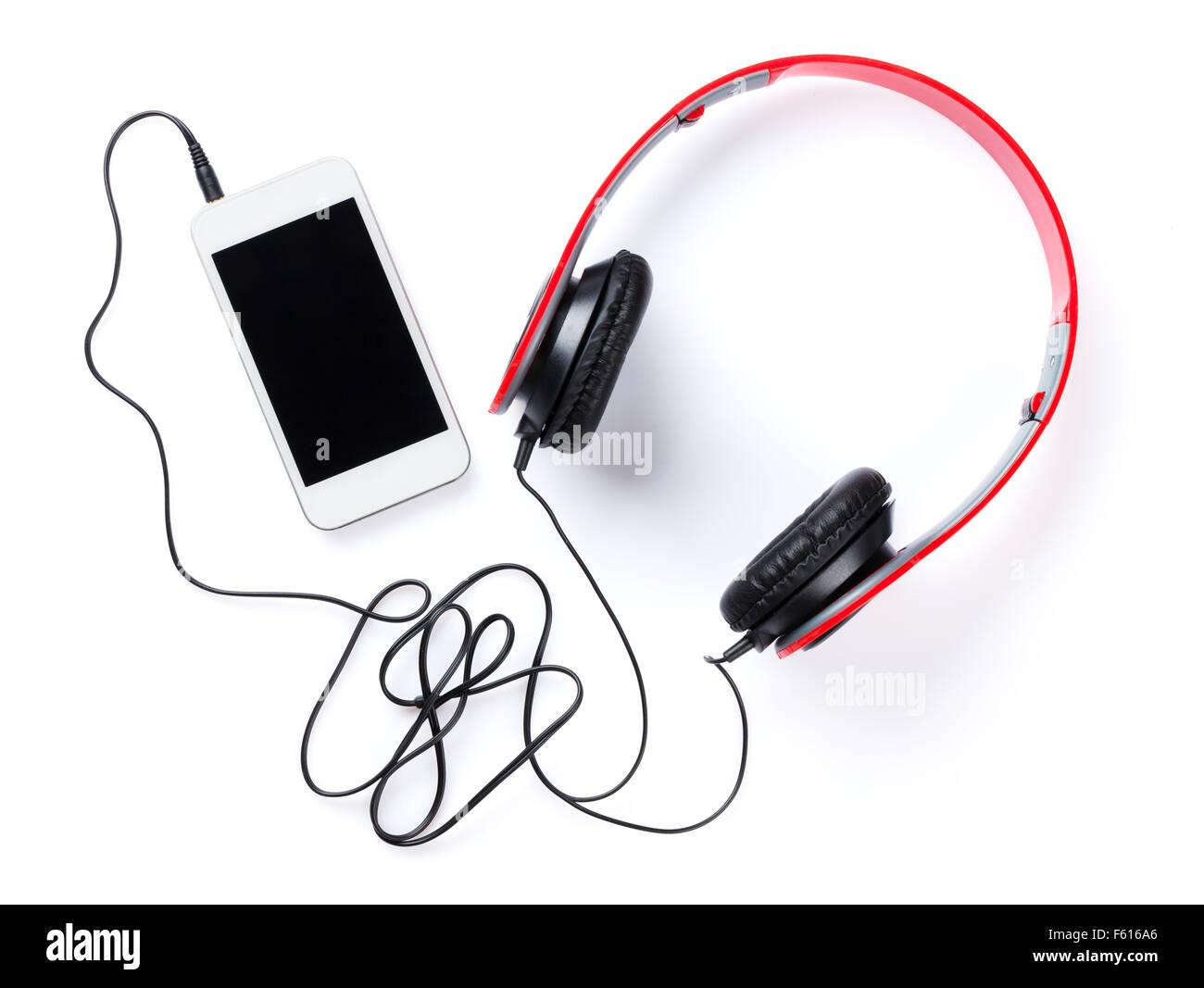 Écouteurs et smartphone. Isolé sur fond blanc Photo Stock