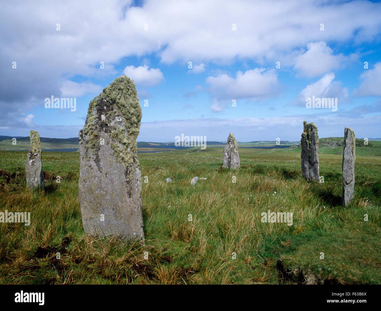 À la NW au 5 pierres de Ceann Hulavig Callanish (IV) Stone Circle, Lewis: les restes d'une SE-NW Photo Stock