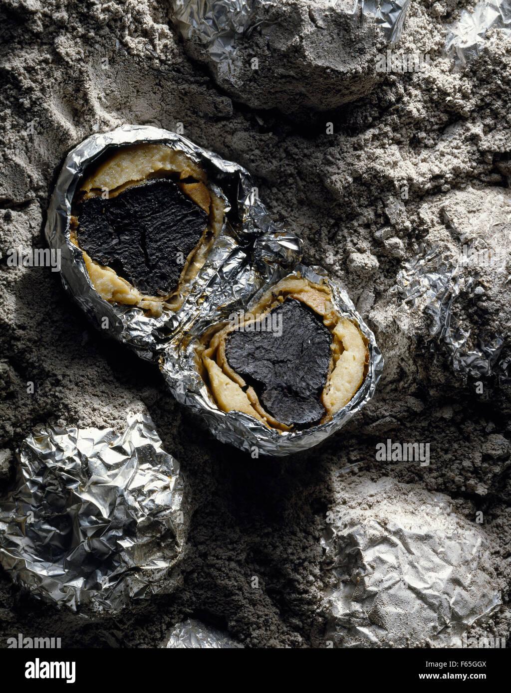 Truffe cuit dans les cendres Banque D'Images