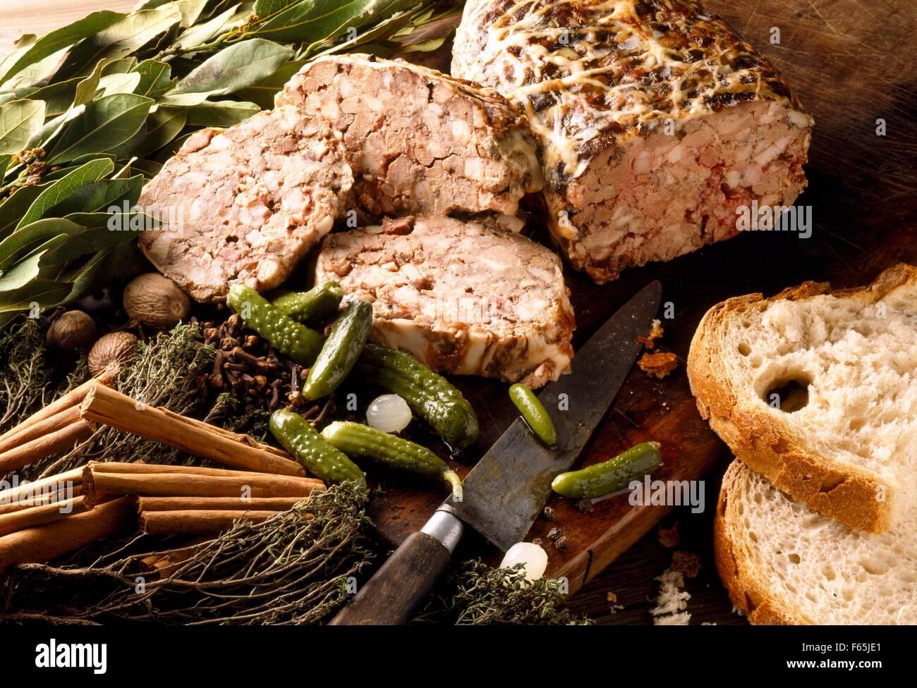 Terrine de porc et d'herbes séchées Banque D'Images