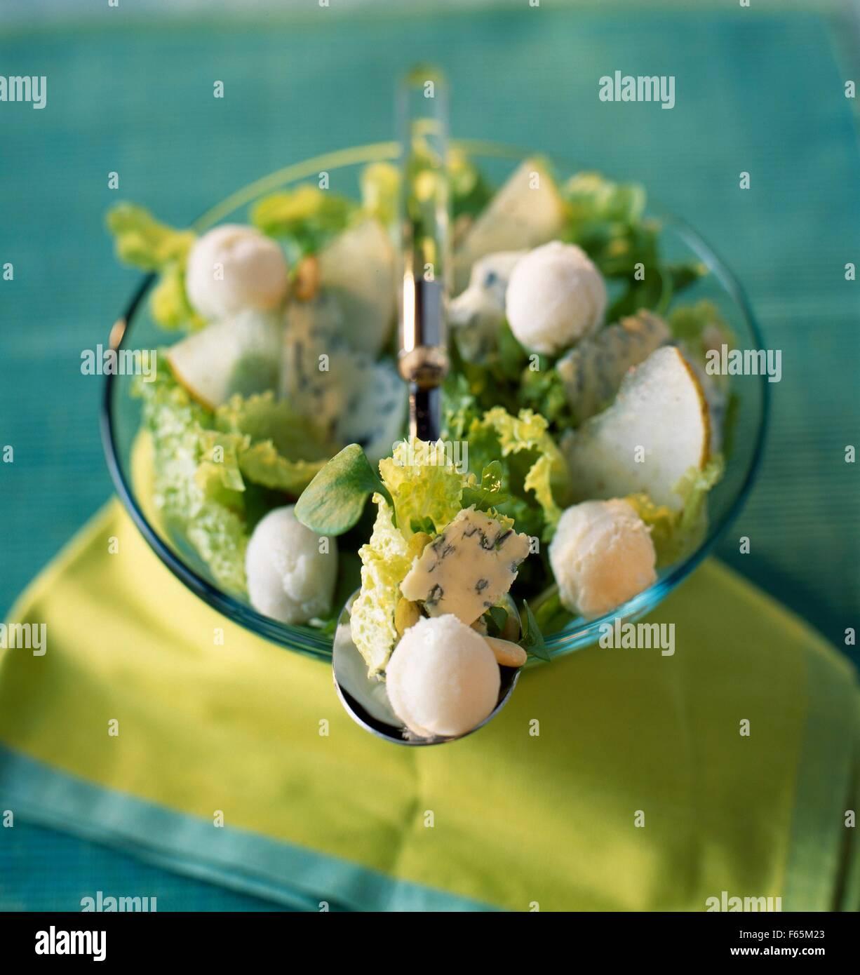Salade de Roquefort avec sorbet poire Banque D'Images