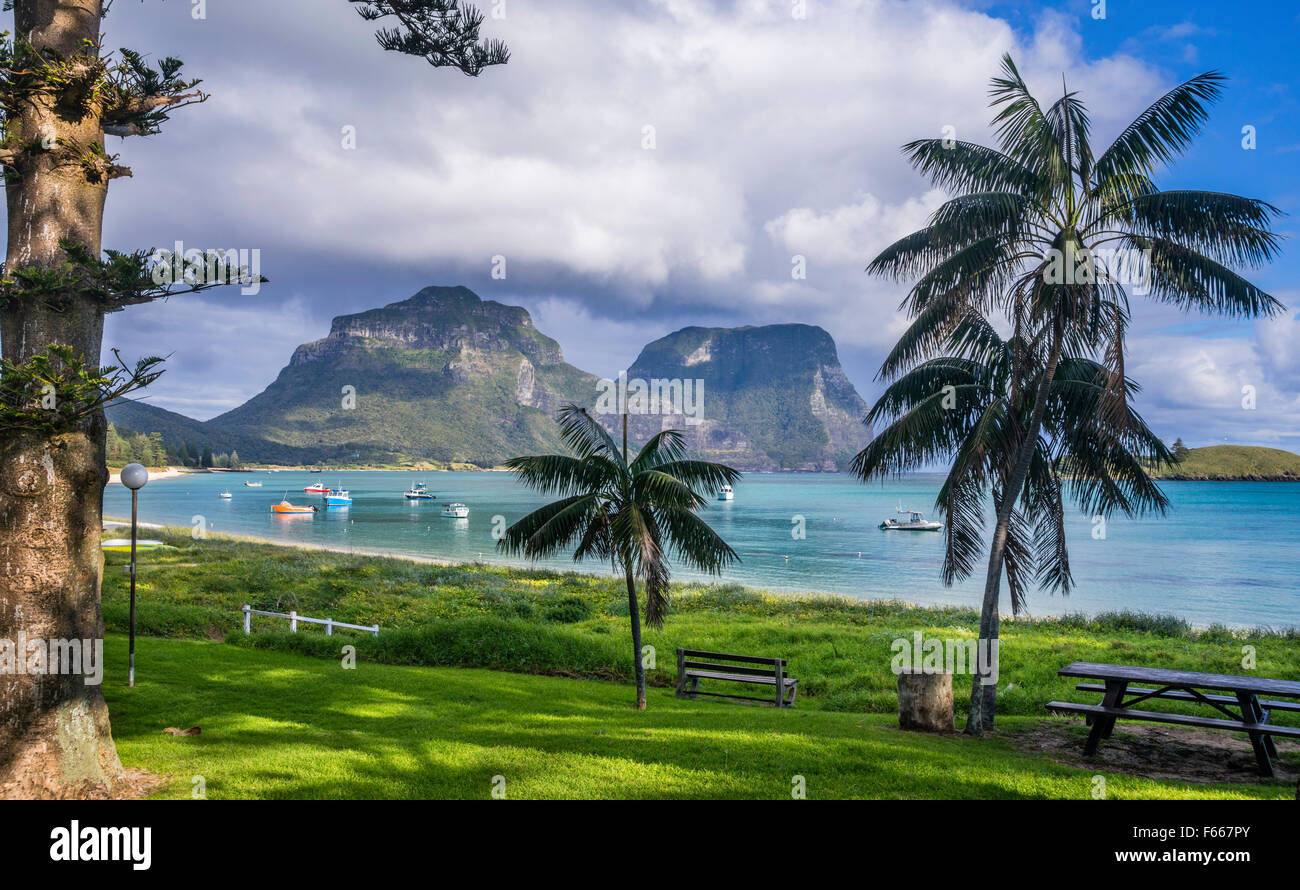 L'île Lord Howe, Mer de Tasman, New South Wales, Australie, plage du lagon avec le Mont Lidgbird et le Photo Stock
