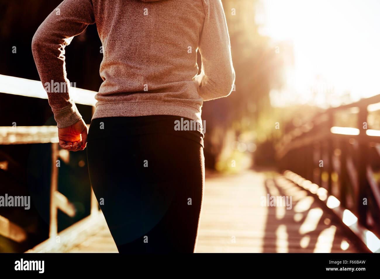 Belle coureuse du jogging dans la nature Photo Stock